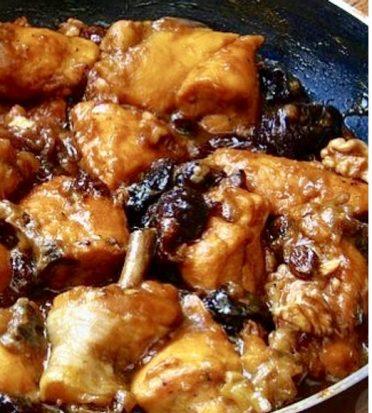 Pollo con ciruelas, pasas y nueces & The Custodian Grenache